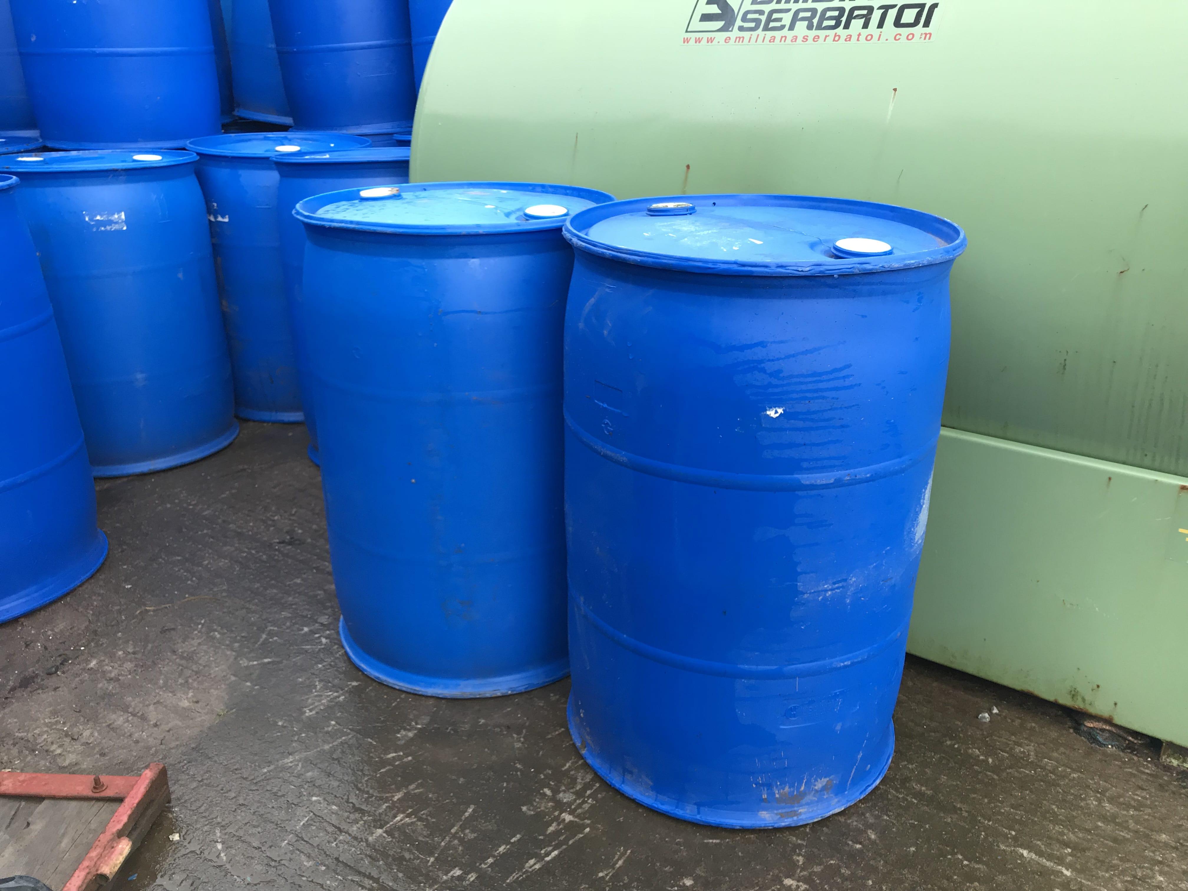 Blue Plastic Barrells 45 Gallon Farm Plant Machinery